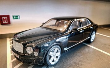 2010 Bentley Mulsanne 1:18 RASTAR