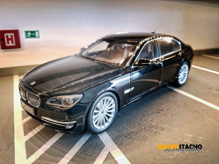 2013 BMW 750Li F02 Sapphire Black 1:18 Kyosho